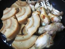鶏手羽と車麩の煮物 調理④