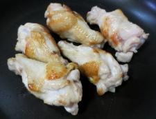 鶏手羽と車麩の煮物 調理①