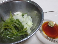 茎わかめのわさびポン酢和え 調理