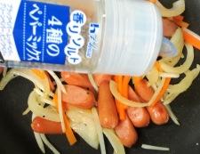もやしとソーセージのペパー炒め 調理②