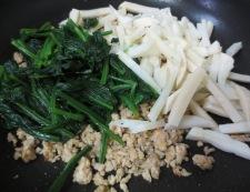 ほうれん草と鶏そぼろの炒め 調理③