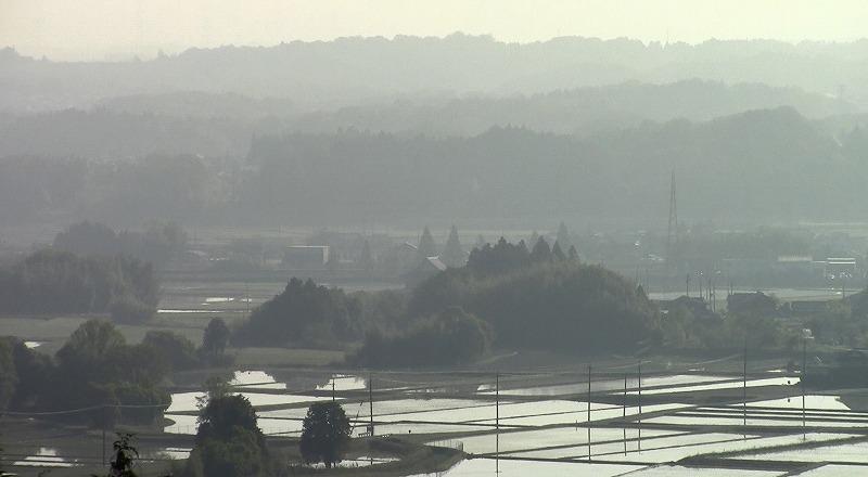 霧の中の町