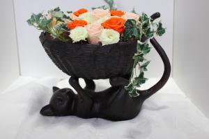 猫さんの花器のアレンジ1_1