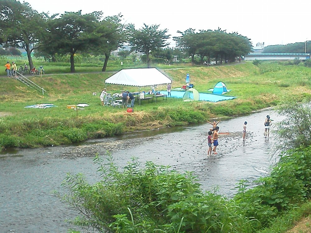 F1000794 黒目川 川遊び
