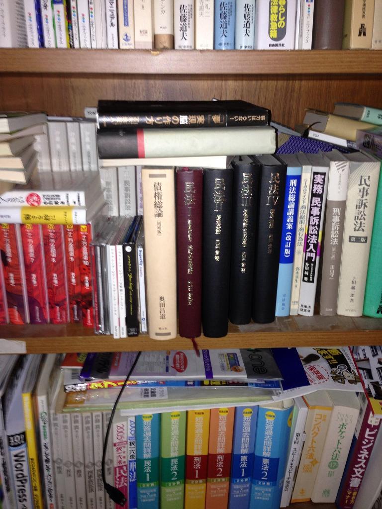 ブロガー協会旧事務所法律関連書籍.jpg