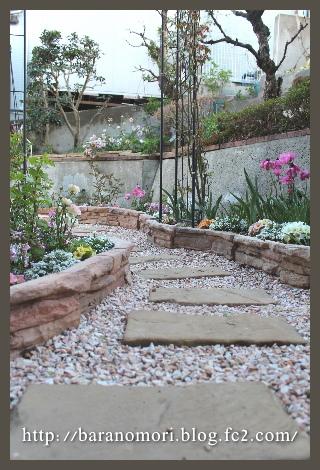 庭づくり 擁壁下 花壇 20130407