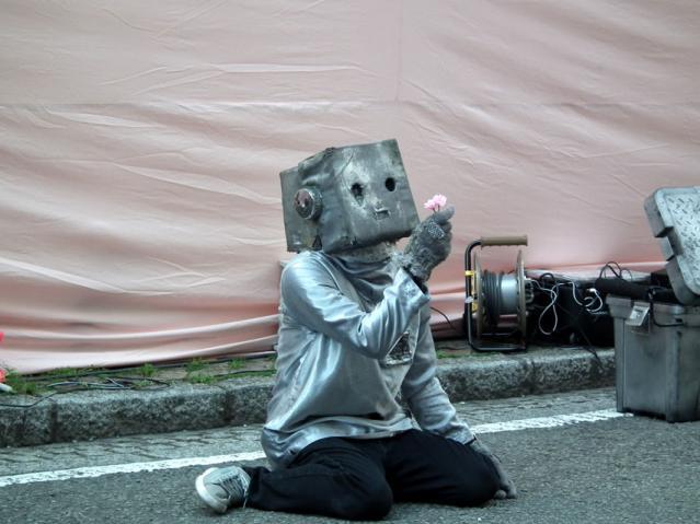 野毛大道芸2013 ロボットのぞみ(1)