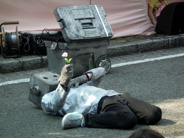 野毛大道芸2013 ロボットのぞみ(2)