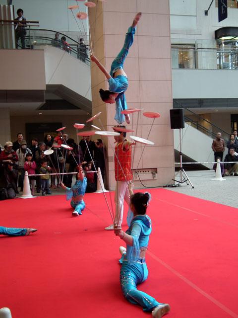 中国雑技芸術団の演技(1)