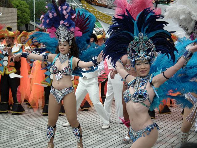 ヨコハマ大道芸2013 サンバチームの踊り(2)