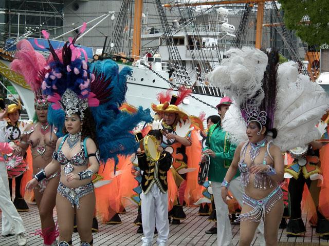 ヨコハマ大道芸2013 サンバチームの踊り(3)