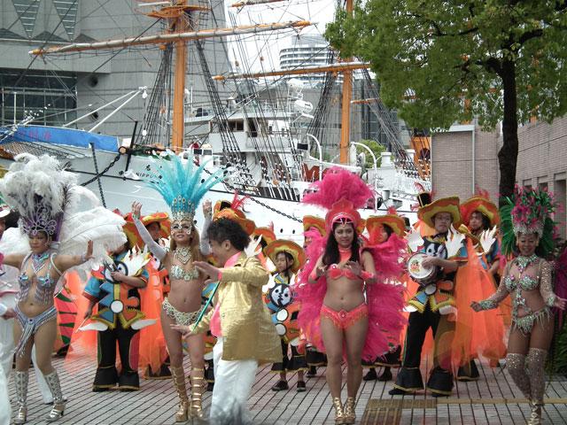 ヨコハマ大道芸2013 サンバチームの踊り(4)