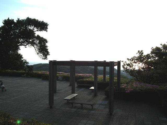 湘南国際村 グリーンパークの展望エリアの西側東屋