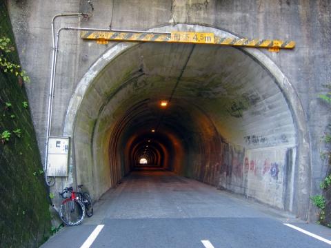 10志賀坂トンネル