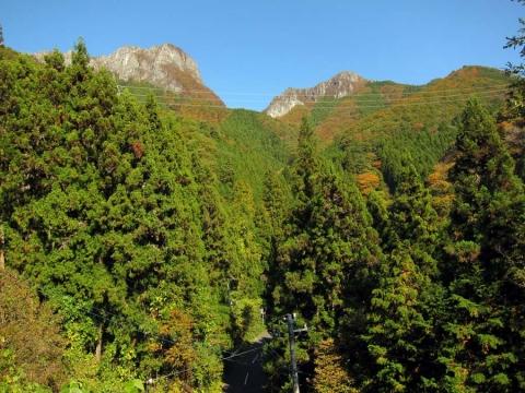 08志賀坂峠下からの両神山