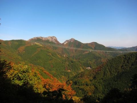 12志賀坂峠上からの両神山jpg