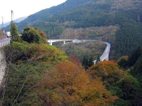 41滝川ダム下のループ橋