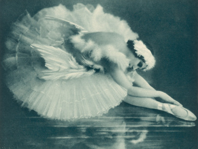 anna-pavlova-russian-ballet-dancer-in-swan-lake-in-1920.jpg