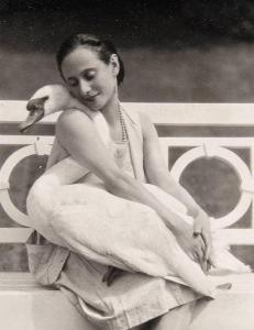 anna-pavlova-with-swan.jpg