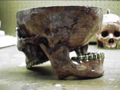 頭蓋骨を半分に割って作ったスープ椀