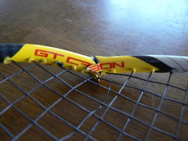 折れたラケット11111