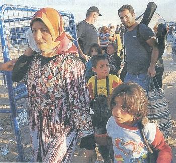 トルコへ避難するクルド系住民