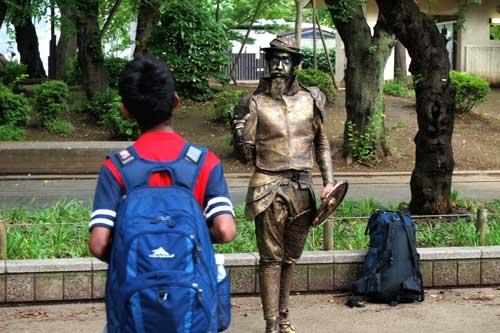 ブロンズ像との対話
