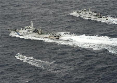 シナの追跡から日本の漁船を護る海上保安艇