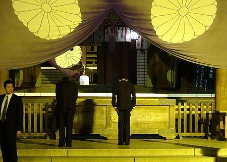 麻生氏ら2閣僚、靖国参拝