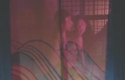 桜姫の乳房を後ろから揉んでいる権助