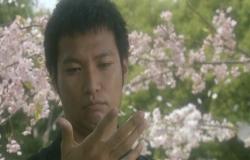 桜の花びらをつかんだ権助