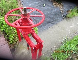 水路に水溢れる