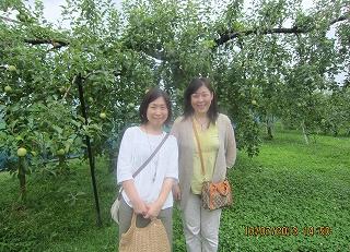りんご園で