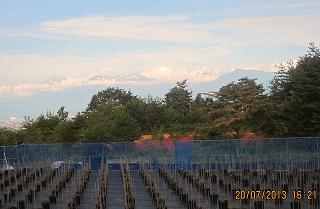 ブルーベリー園から立山を望む
