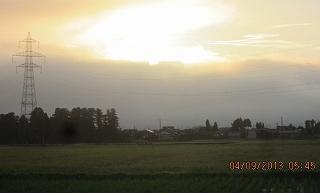 雲の峰に日の出