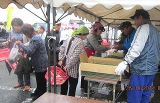 玉葱売り場は大繁盛
