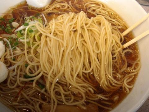 真玄・醤油らーめん 麺