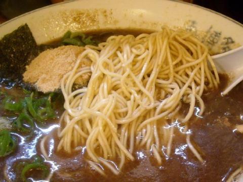 博多人情・魚節とんこつラーメン 麺