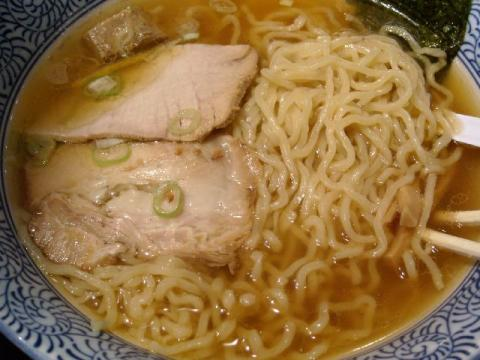 吉祥アコーレ店・白煮干醤油らー麺 麺