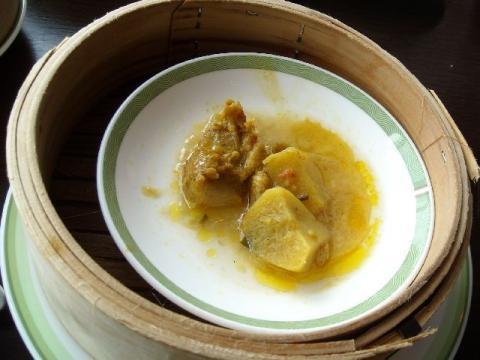 桃季・鶏肉のタイカレー風味1