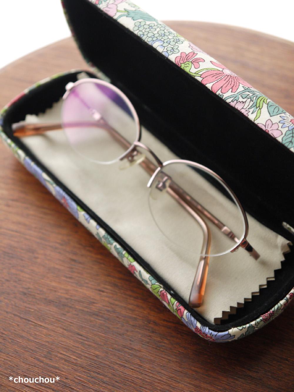エミリー 眼鏡ケース 中