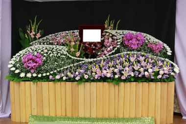 ハート入ってる花祭壇9336