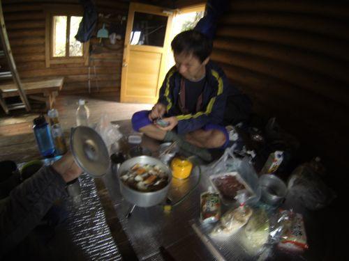 2避難小屋で鍋