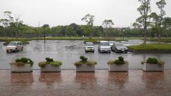 015雨が強くなり雨宿り