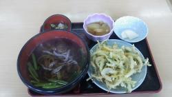 016早めの昼食は都市農村交流センターで手打ち黒米天ぷらうどん