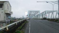 004いつもの市川橋を渡ります