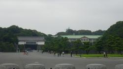020右に見える緑の屋根は宮内庁?