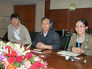 中国CSG Holding社(中国南玻集団有限公司) Fine Glass Division(精細玻璃事業部)のWang Zhan E氏(R&D Engineer)、Sun Guan En氏(Engineer)、Li Yi Feng氏(Project Manager