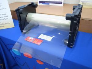 右は、ClearOhmを使った透明導電フィルムで、大倉工業と開発したもの(クリックで拡大)。