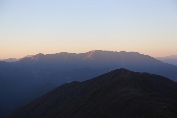 朝焼けの巻機山